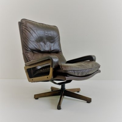 Leather 'King' lounge chair by André Vandenbeuck for Strässle, Switzerland 1960s