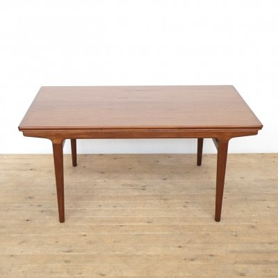 Extendable dining table by Johannes Andersen
