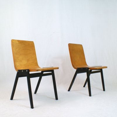 Pair of bended beech wood chairs by Roland Rainer, 1950s