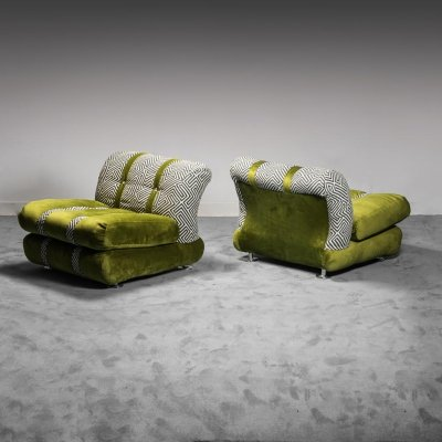 Pair of 70s vintage green velvet armchairs with cushion