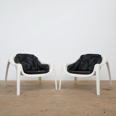 Set of two space age fiberglass easy chairs with leather cushion