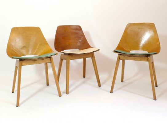 Set of 3 Pierre Guariche 'Tonneau' chairs with wooden legs, 1950s