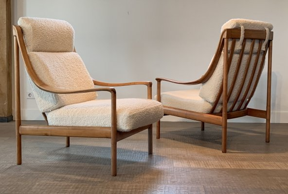 Pair Knoll Antimott lounge chairs by Wilhelm Knoll in bouclé for Knoll, 1960s
