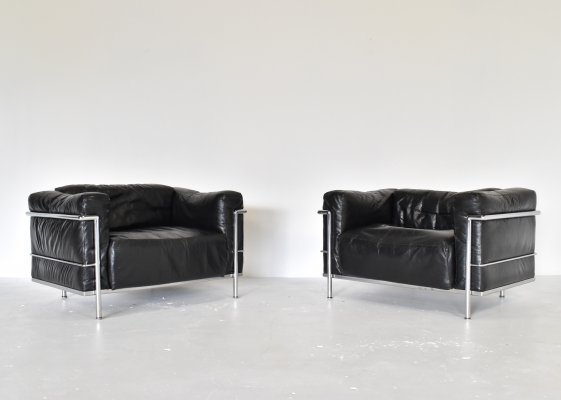 Pair of early LC3 lounge chairs by Le Corbusier & Charlotte Perriand for Cassina, 1970s