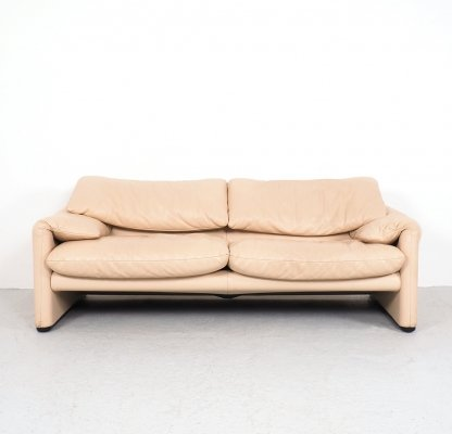 Ivory colored leather Maralunga 2-seater sofa by Vico Magistretti for Cassina, 1990s
