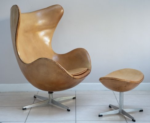 Rare early Edition Arne Jacobsen Egg Chair by Fritz Hansen with Footstool