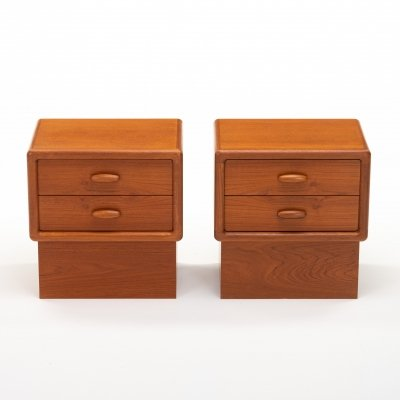 Set of two bedside tables by Dyrlund, 1970s